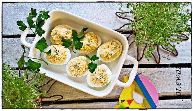 Jajka faszerowane serem i ogórkiem konserwowym