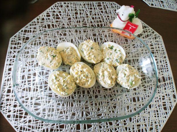 Jajka faszerowane serkiem i zieleninką