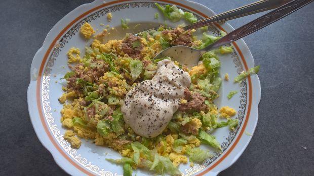 Jajka faszerowane tuńczykiem i sałatą