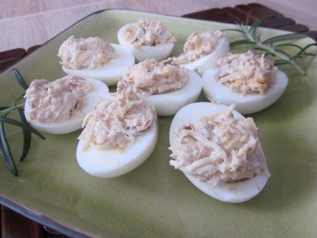 Jajka faszerowane tuńczykiem i selerem