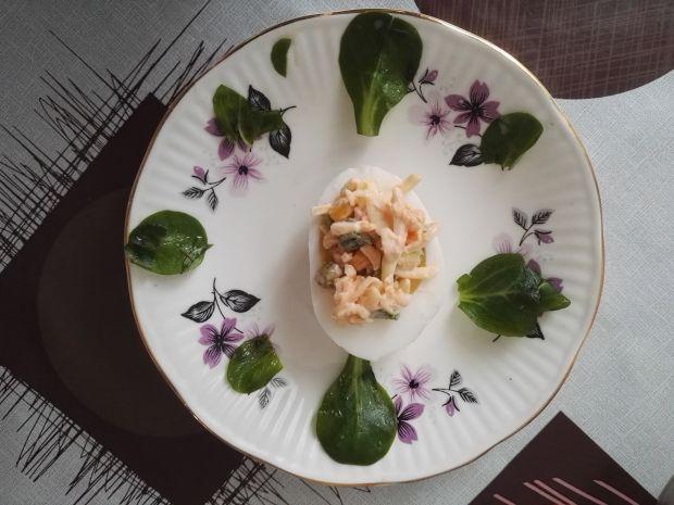 Jajka faszerowane warzywno - serową sałatką