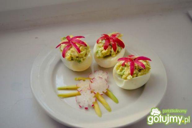 Jajka faszerowane z awokado 4