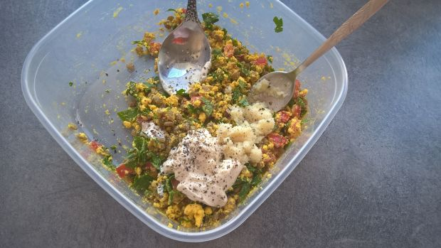 Jajka faszerowane zieloną soczewicą i natką