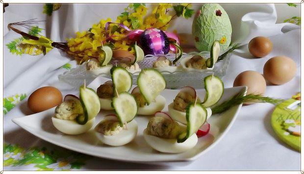 Jajka faszerowane zielonym ogórkiem