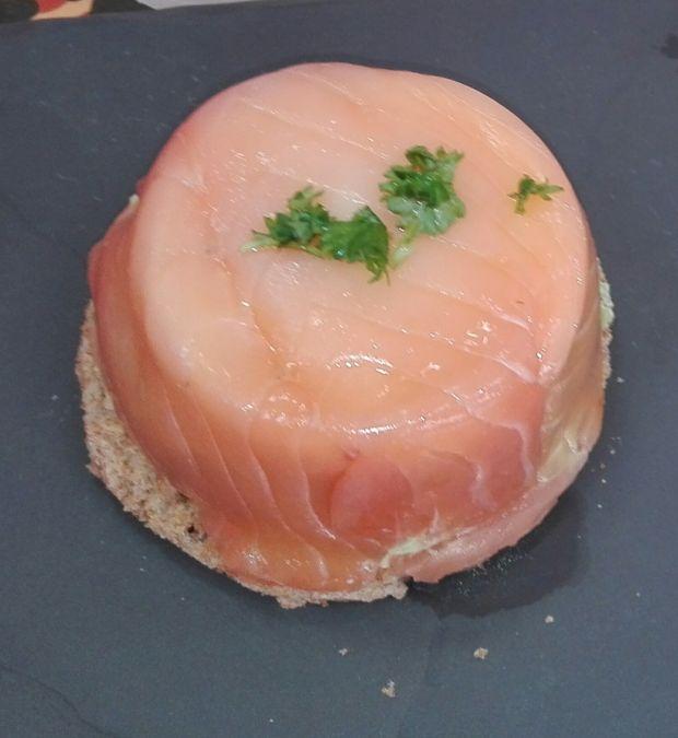 Jajka na parze w łososiowej muffince