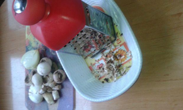 Jajka nadziane pieczarkami.