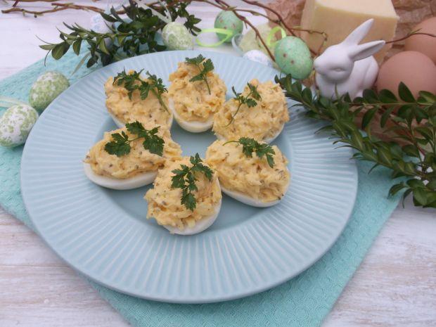 Jajka nadziewane serem żółtym
