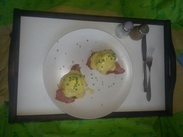 Jajka po benedyktyńsku w sosie ala holenderskim
