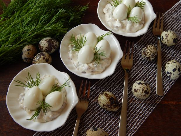 Jajka przepiórcze w sosie rydzowym