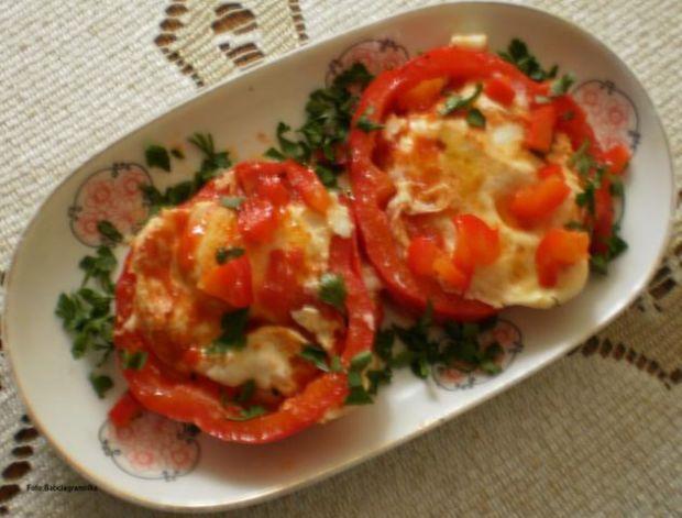 Jajka sadzone na ketchupie :