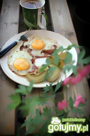 Jajka sadzone na szynce.