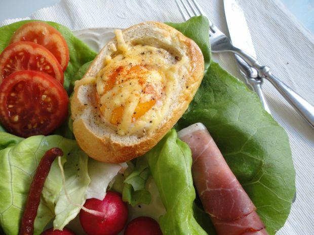 Jajka sadzone w bułce