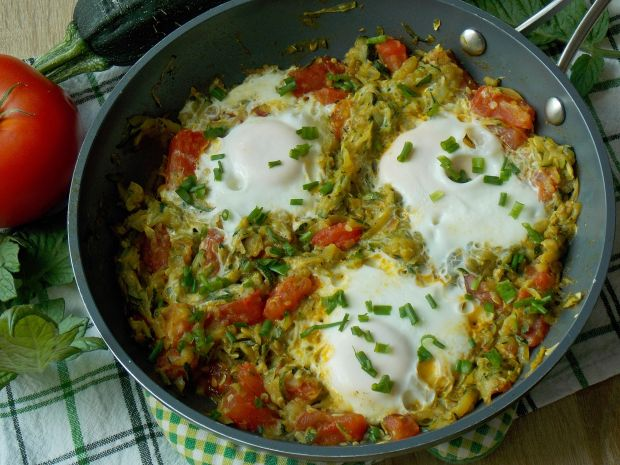 Jajka sadzone w cukinii curry