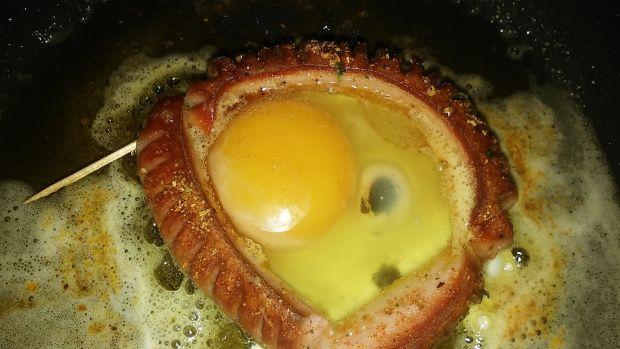 Jajka smażone w parówkach