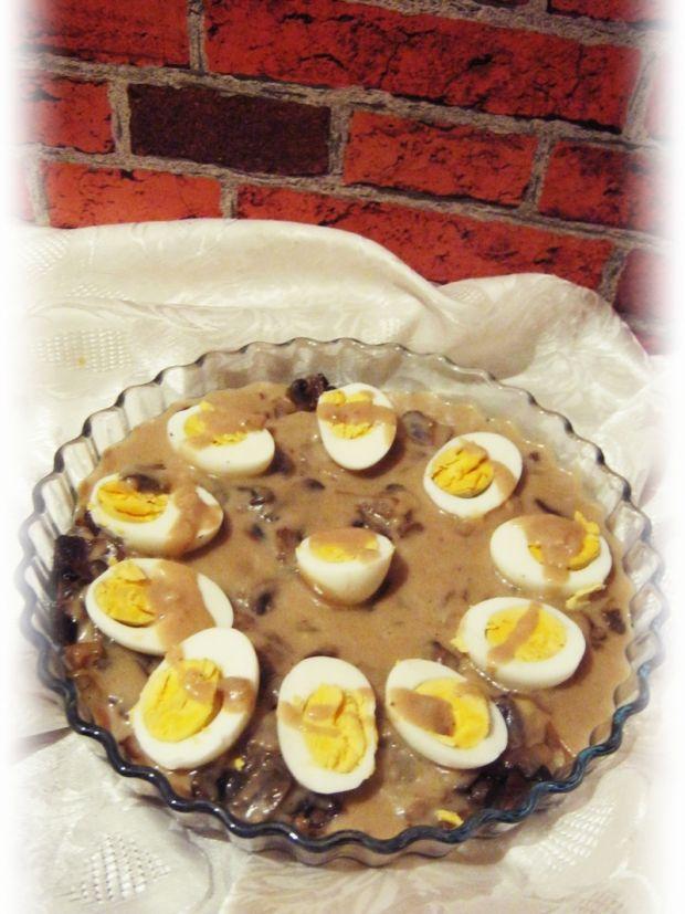 Jajka w sosie musztardowym z pieczarkami