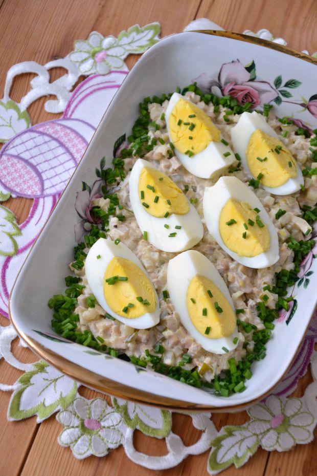 Jajka w sosie pieczarkowo-ogórkowym