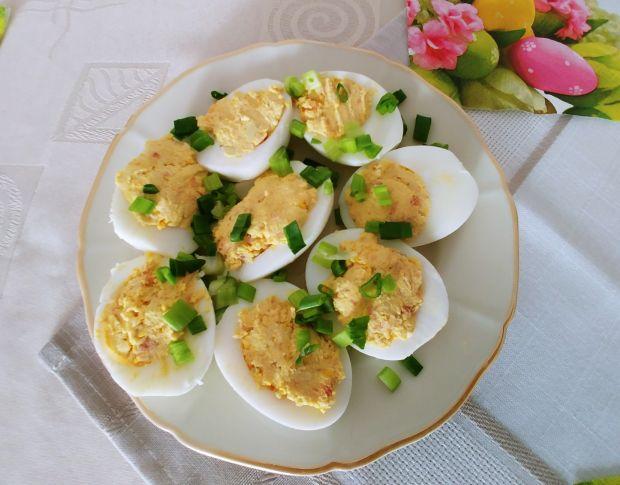 Jajka z farszem z żółtek i łososia