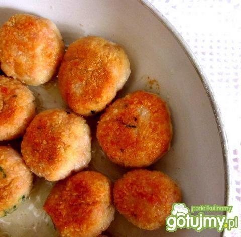 Jajka z pulpecikami i sosem chrzanowym