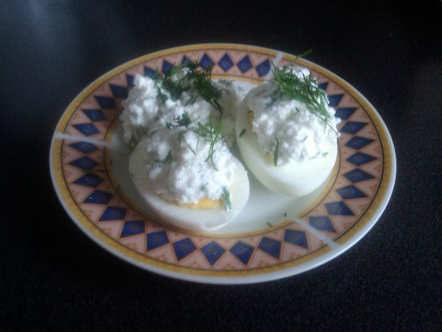 Jajka z serową pastą z nutą koperku