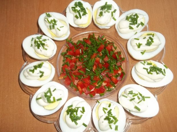 Jajka z sosem majonezowo-czosnkowym