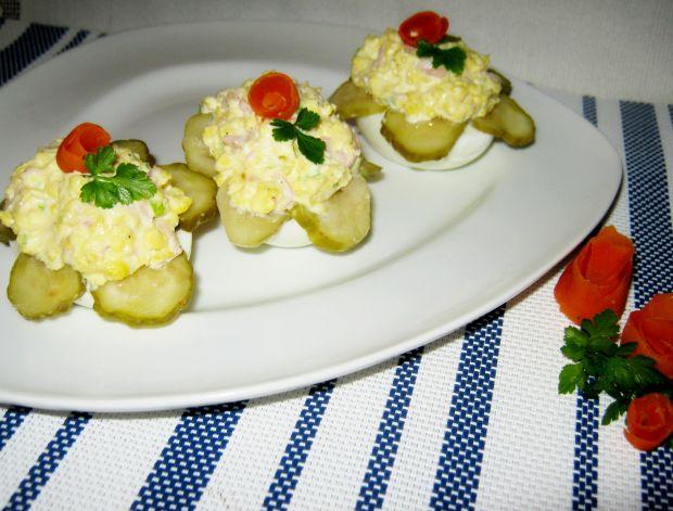 Jajka z sosem majonezowym z szynką