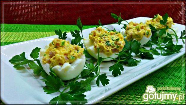 Jajka z szynką i szczypiorkiem