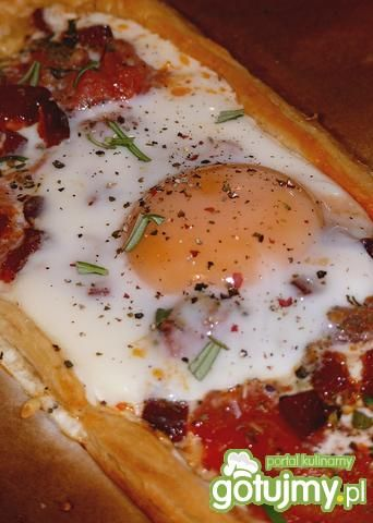 Jajko sadzone na cieście francuskim