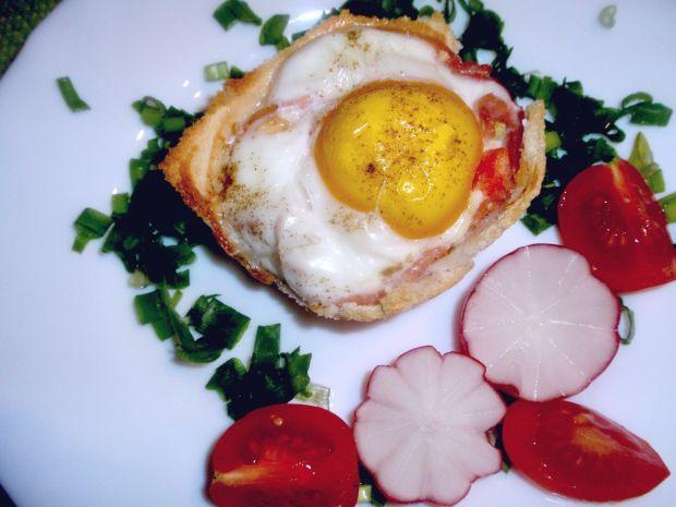 Jajko sadzone w koszyczku tostowym