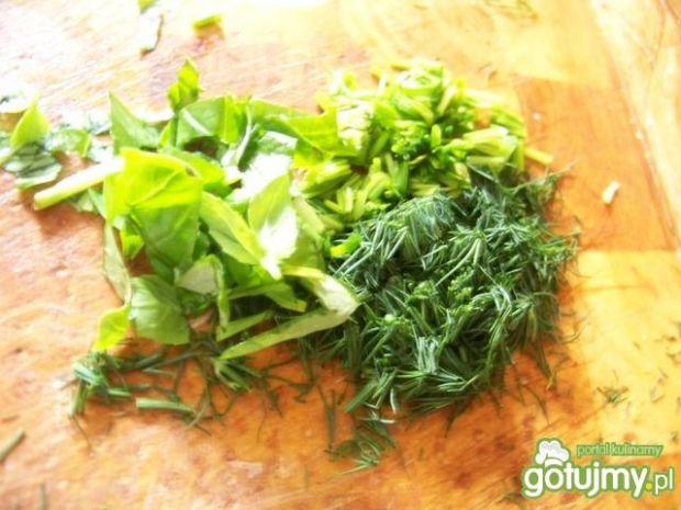 Jajo z ziołami zapiekane w bułce