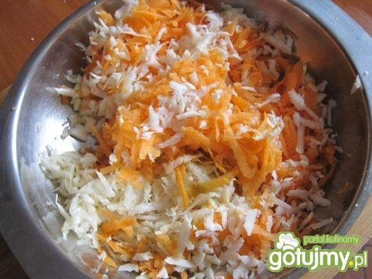 Jarzynowa zupka z koralikami z makaronu