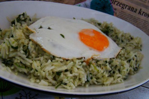 Jaśminowy ryż z jajem i szpinakiem