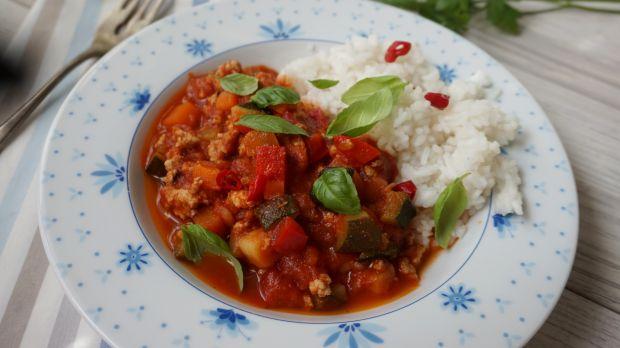 Jednogarnkowe danie z mięsem i warzywami