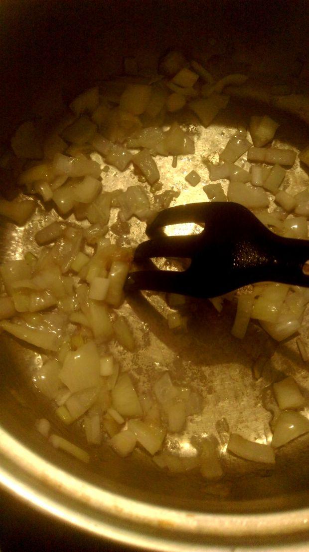 Jednogarnkowe danie z ziemniakami i ciecierzycą