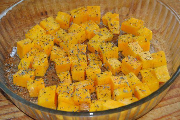 Jesienna sałatka z oscypkiem