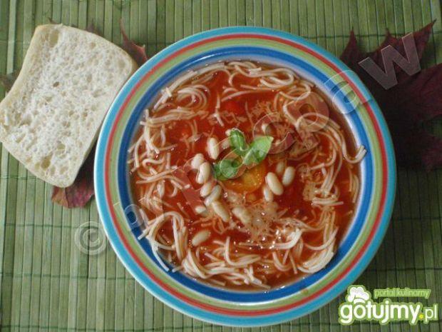 Jesienna zupa z fasolą i makaronem