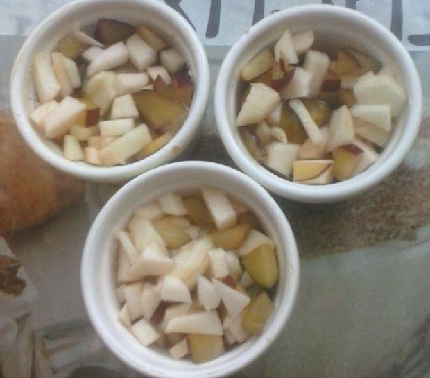 Jesienne owoce zapiekane pod kruszonką