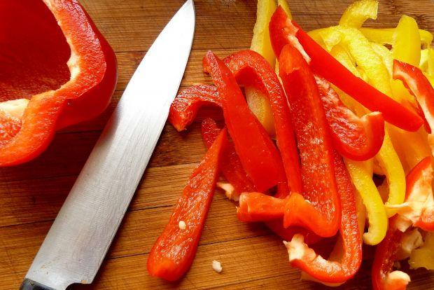 Jesienne pałki z kurczaka w papryce i pomidorach