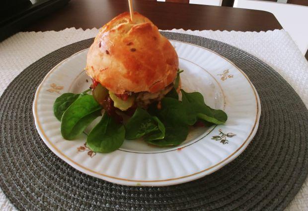 Jesienny burger (z sosem a'la leczo)