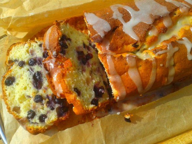 Jogurtowy chlebek jagodowo-pomarańczowy