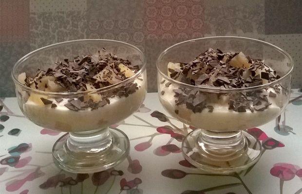 Jogurtowy deser z gruszką z kompotu