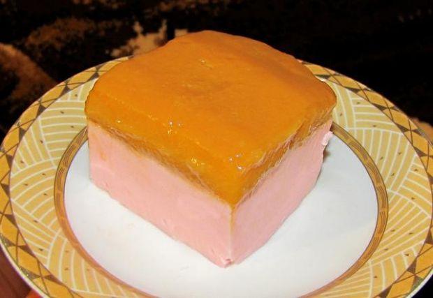 Jogurtowy deserek z musem mango