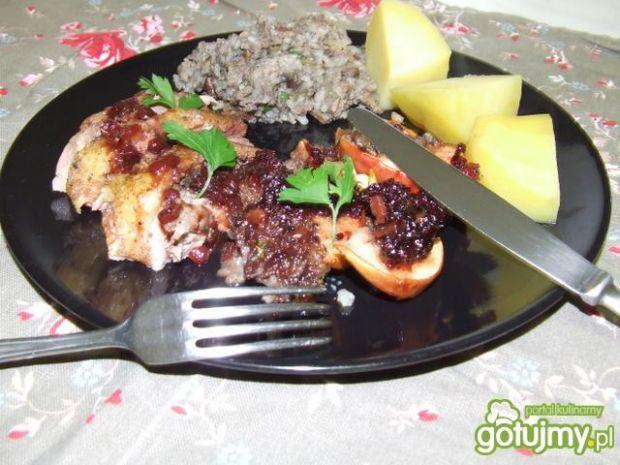 Kaczka w sosie porzeczkowym z jabłkami