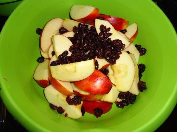 Kaczka z jabłkami i żurawiną