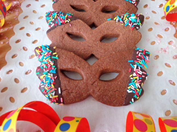 Kakaowe ciasteczka w formie maseczek karnawałowych