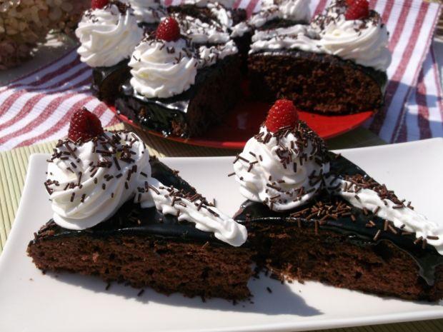 Kakaowe ciasto z bitą śmietaną