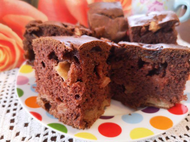 Kakaowe ciasto z daktylami i jabłkami