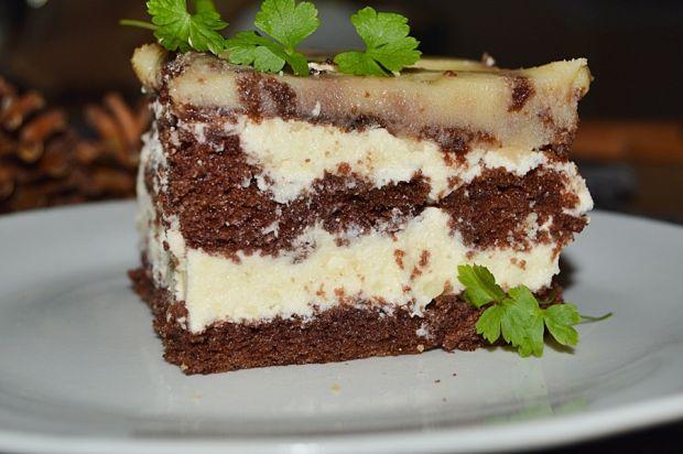 Kakaowe ciasto z masą budyniową i polewą