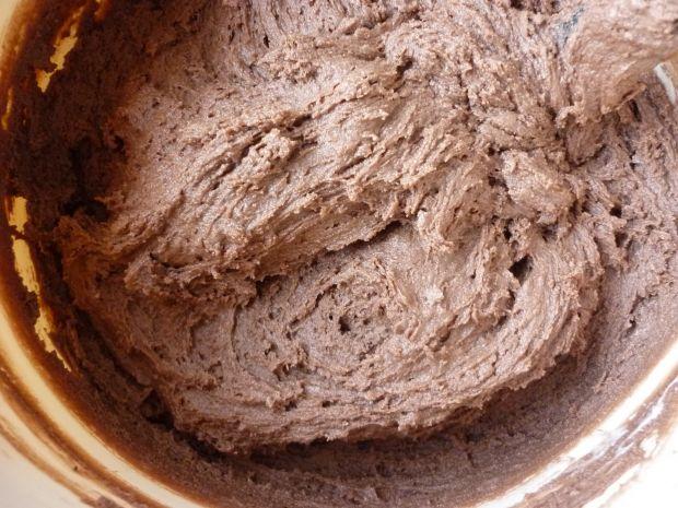 Kakaowe ciasto z musem truskawkowym