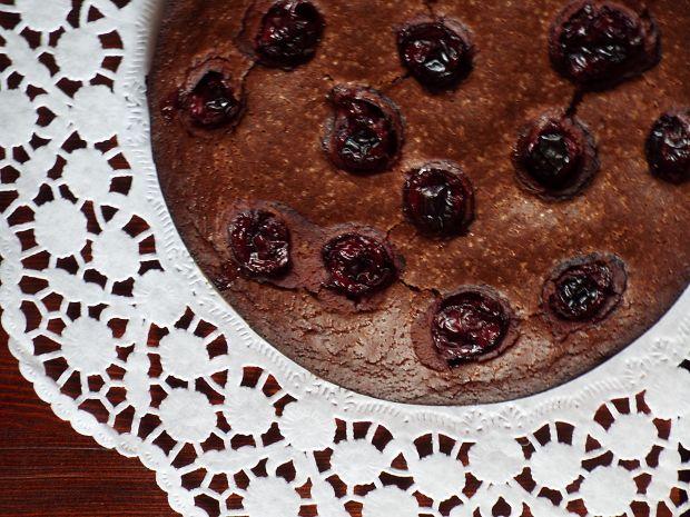 Kakaowe ciasto z wiśniami (bez jajek i mleka)
