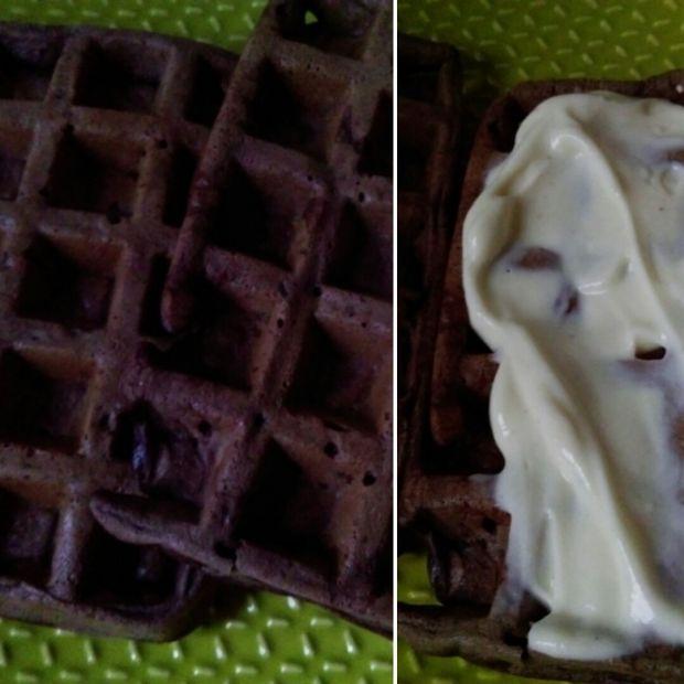 Kakaowe gofry z gruszką